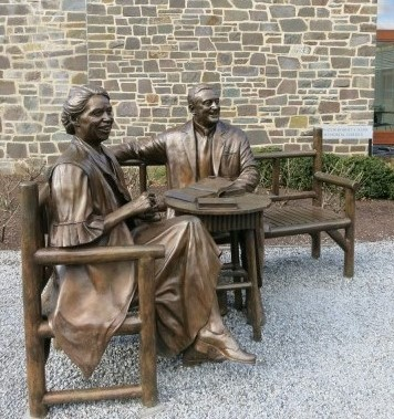 fdr-home-visitors-center-hyde-park-ny-640x480-2