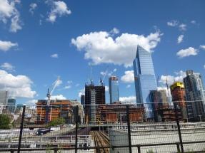 Sur la High Line, promenade plantée, d'un côté les chantiers