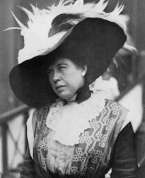 "Among the Titanic survivors was Margaret ""Molly""  Brown who was played my Kathy Bates in James Cameron's 1997 film 'Titanic' #Titanic #RMSTitanic #JamesCameron #1912 #KathyBates #MollyBrown"